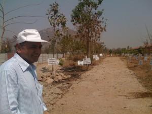 Ganesh Devy à Tejgadh, lieu d'implantation de l'Académie Adivasi.