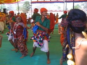 Danses de populations tribales à l'Académie.