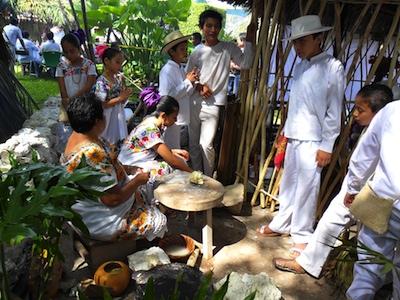 Préparation des autels pour la fête hanal pixan (la nourriture ou repas des âmes) © Jhonnatan Rangel